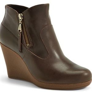 Ugg brown leather Meredith booties